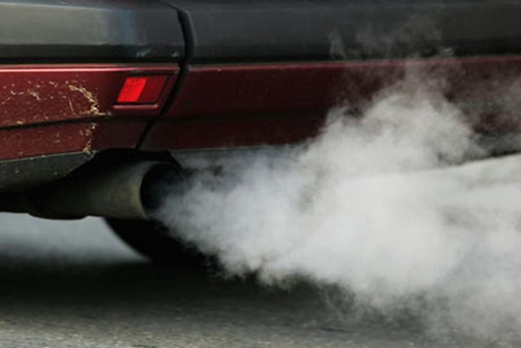tubo-di-scarico-auto-smog